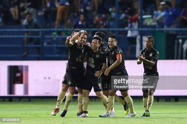 Diogo Luis Santo of Buriram United FC celebrates scoring his side's goal with his team mates during the Thai League 1 match between Bangkok Glass FC...