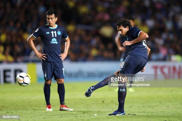 Diogo of Buriram United scores his side's second goal from a free kick during the AFC Champions League Round of 16 first leg match between Buriram...