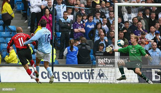 Diomansy Kamara of Fulham scores the winning goal during the Barclays Premier League match between Manchester City and Fulham at the City of...