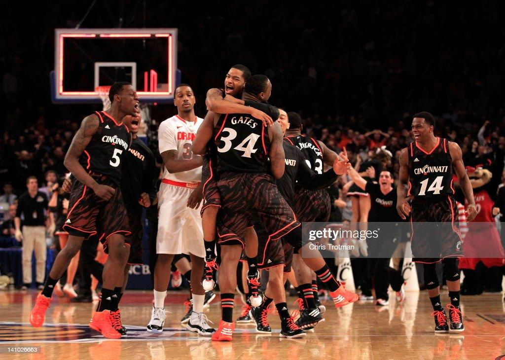 Big East Basketball Tournament - Cincinnati v Syracuse : News Photo