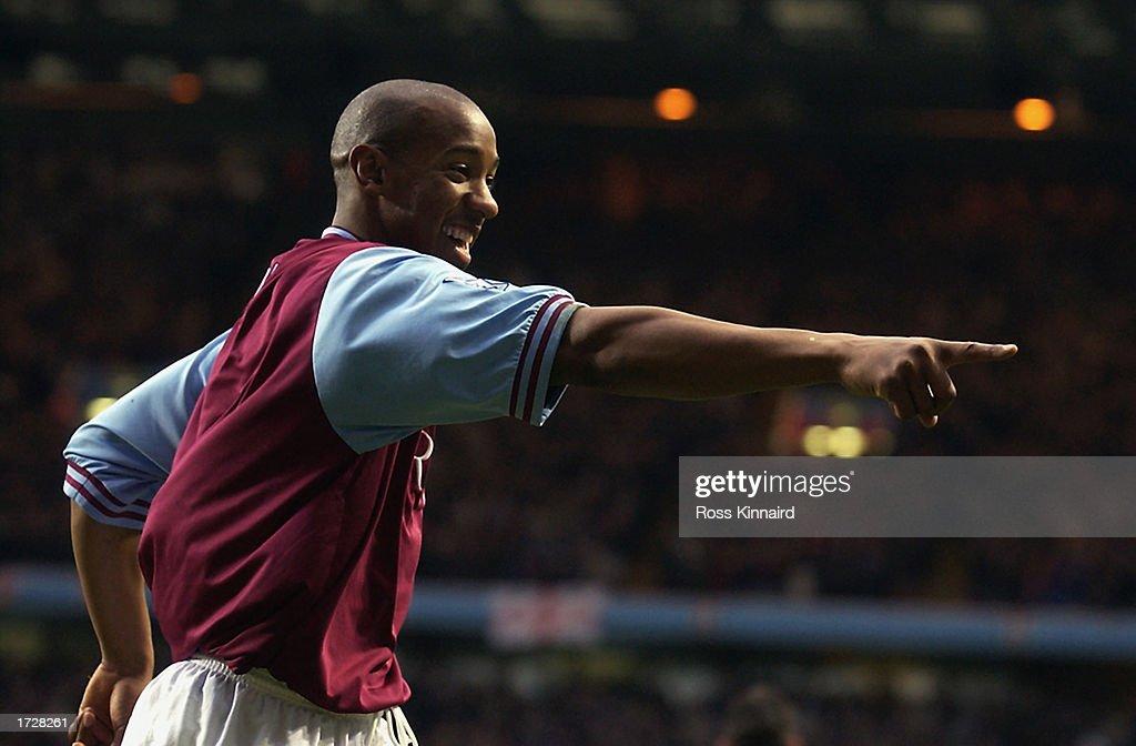 Dion Dublin of Aston Villa celebrates scoring Aston Villa's first goal : News Photo