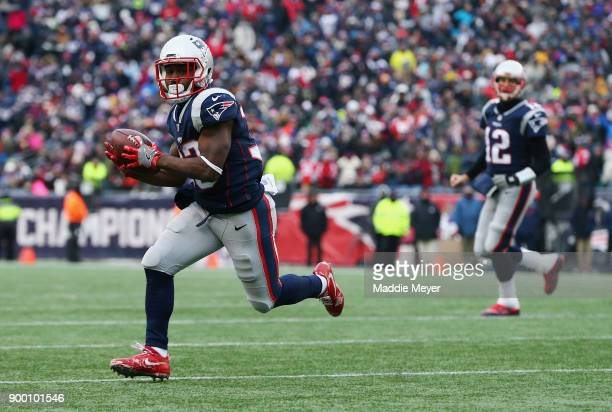 Dion Lewis of the New England Patriots runs with the ball on his way to scoring a 5yard receiving touchdown during the second quarter against the New...