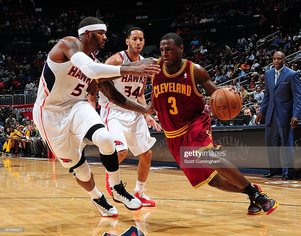 Dion Waiters #3 of the Cleveland Cavaliers drives to the basket against Josh Smith #5 of the Atlanta Hawks at Philips Arena on November 30, 2012 in Atlanta, Georgia.