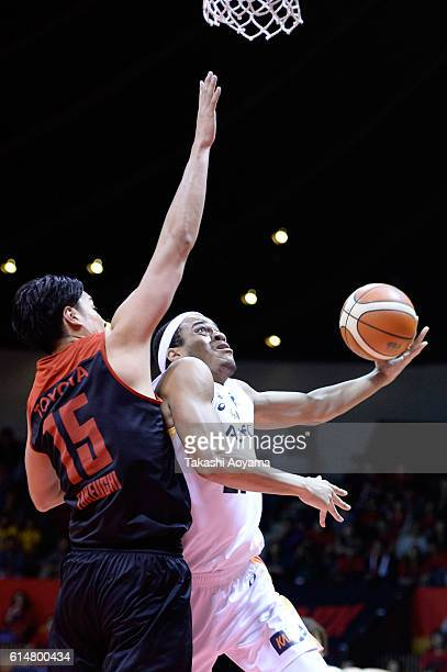 Dion Wright of the Sendai 89ers tries to shoot under pressure from Joji Takeuchi of the Alvark Tokyo during the B League match between Alvark Tokyo v...