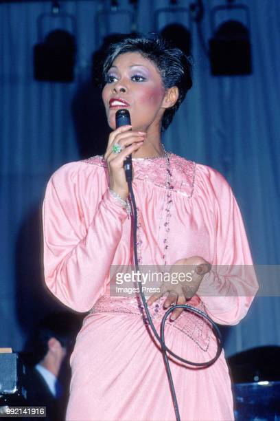 Dionne Warwick performs circa 1980 in New York