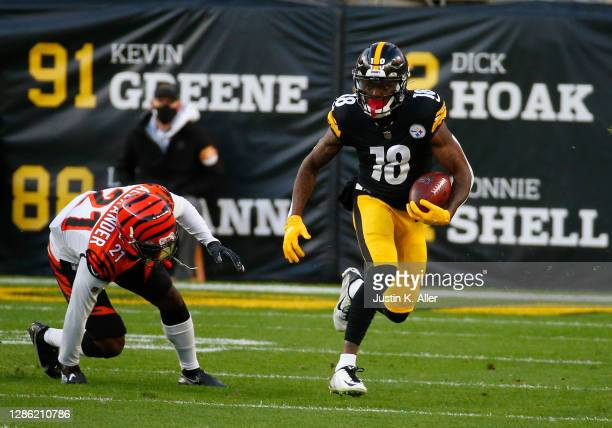 Diontae Johnson of the Pittsburgh Steelers in action against Mackensie Alexander of the Cincinnati Bengalson November 17, 2020 at Heinz Field in...
