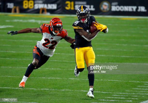 Diontae Johnson of the Pittsburgh Steelers in action against William Jackson of the Cincinnati Bengals on November 17, 2020 at Heinz Field in...