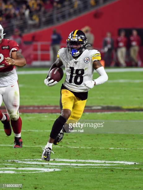 Diontae Johnson of the Pittsburgh Steelers runs with the ball against the Arizona Cardinals at State Farm Stadium on December 08, 2019 in Glendale,...
