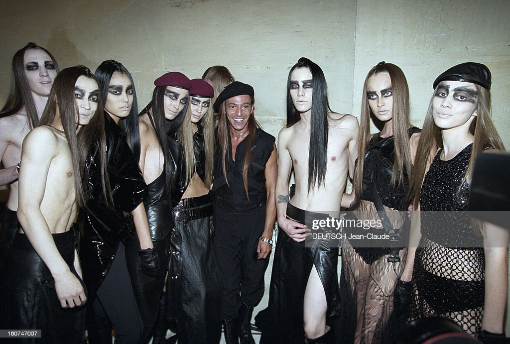 Dior By John Galliano - Couture Collection Fall Winter 1999-2000 : News Photo