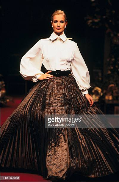 Dior Haute Couture Fall Winter 9495 show in France in 1994 Karen Mulder