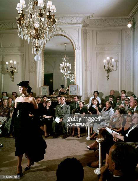 Dior in France in the 1950s Dior and his new look models