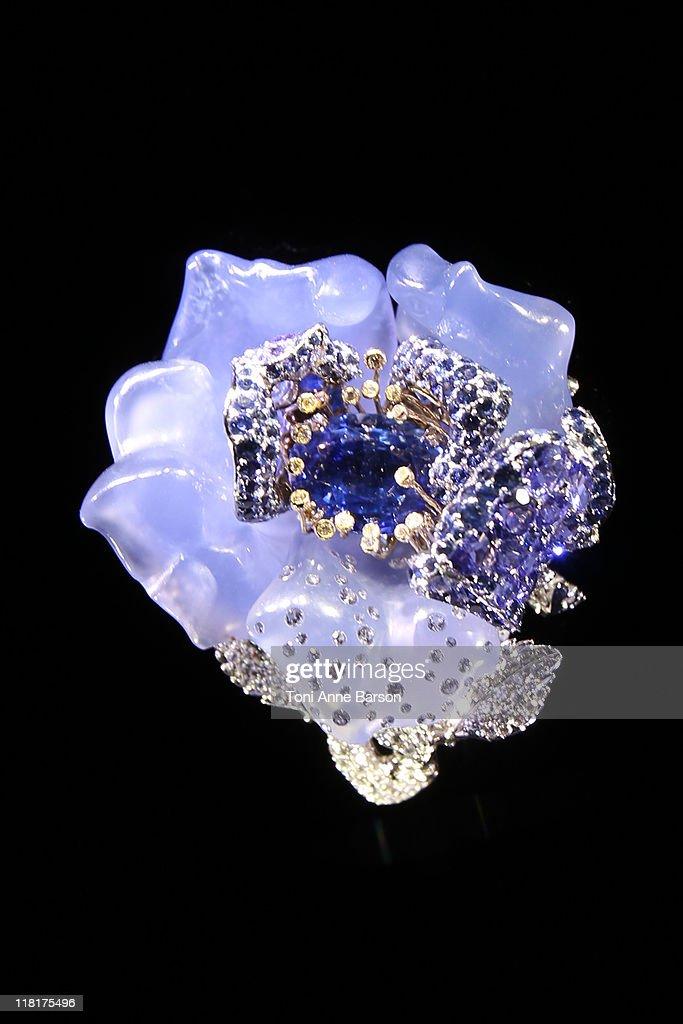 Erbjuds i Catawikis Auktion för exklusivt dammode: Christian Dior - Sällsynta guldpläterade.