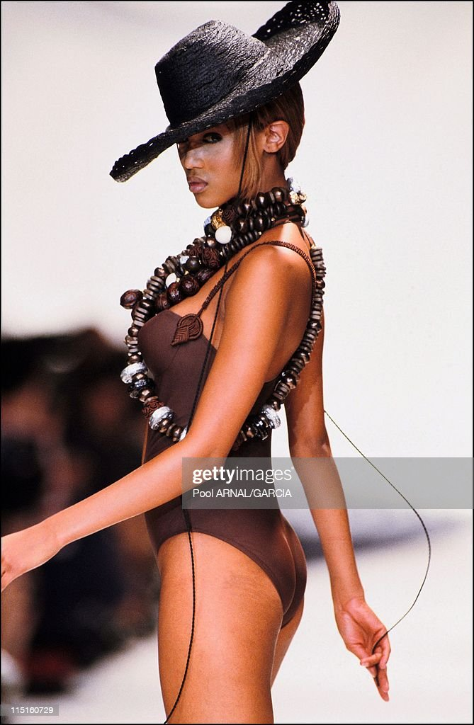 Dior Ready To Wear Spring Summer 94 Show In France In 1994. : Nieuwsfoto's