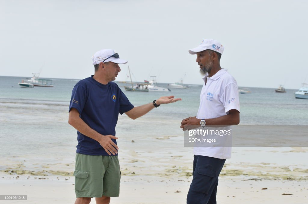 Dipesh Pabari FlipFlopi boat co-founder seen chatting with... : News Photo