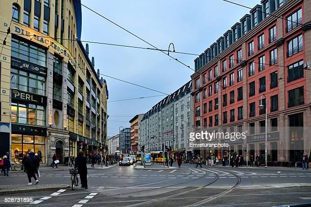 dircksen strasse in berlin - emreturanphoto stockfoto's en -beelden