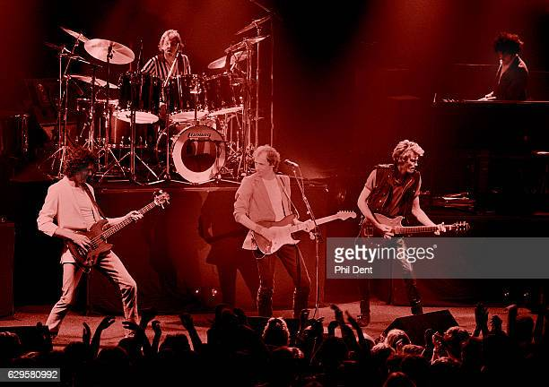 Dire Straits perform on stage in Guildford 1982 LR John Illsley Terry Williams Mark Knopfler Hal Lindes Alan Clark