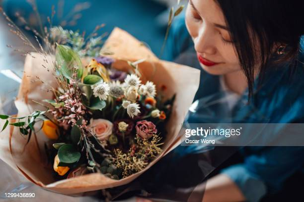 direct above view of young woman receiving flower bouquet - anniversary stock pictures, royalty-free photos & images