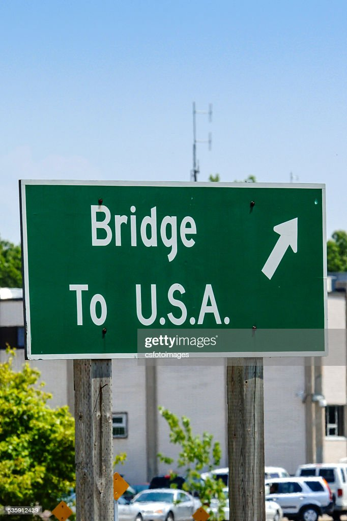 Direction sign - Bridge to U.S.A. : Stock Photo