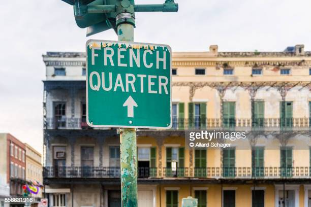 directional sign to french quarter in new orleans - new orleans french quarter stock photos and pictures