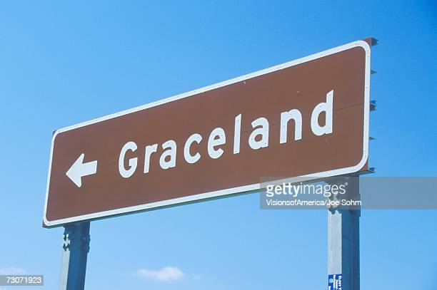 """directional sign to graceland, home of elvis presley, memphis, tn"" - graceland stock pictures, royalty-free photos & images"