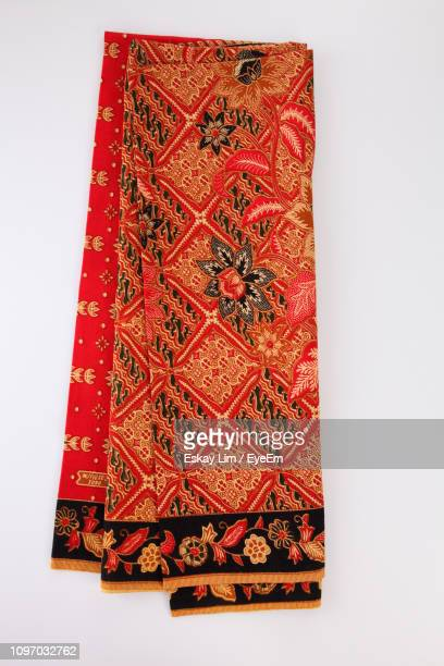 directly above shot of batik sarong on white background - indonesian cloth 個照片及圖片檔