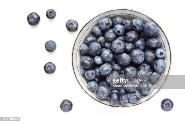 directly above shot of blueberries over white background - blueberry fotografías e imágenes de stock