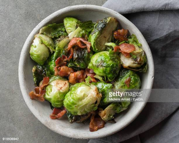 directly above shot of brussels sprout in bowl on table - 芽キャベツ ストックフォトと画像