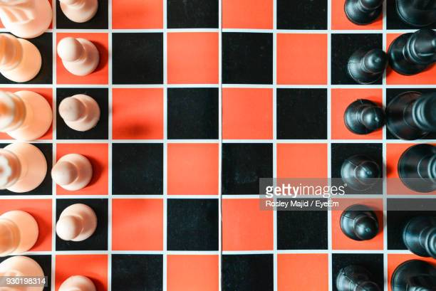 directly above shot of chess pieces on board - tabuleiro de xadrez imagens e fotografias de stock