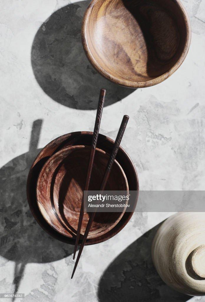 Directly above shot of chopsticks on empty bowls : Stock Photo