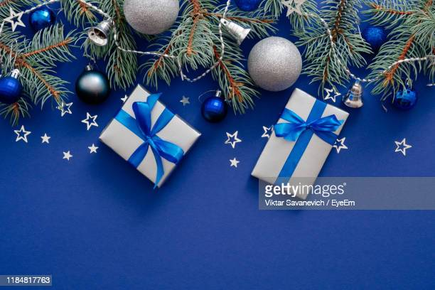 directly above shot of christmas decoration - gifts stock pictures, royalty-free photos & images