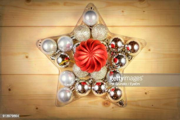 directly above shot of christmas decorations on table - per grunditz stock pictures, royalty-free photos & images