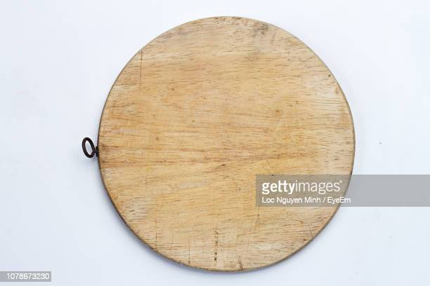 directly above shot of cutting board on white background - cutting board stock pictures, royalty-free photos & images