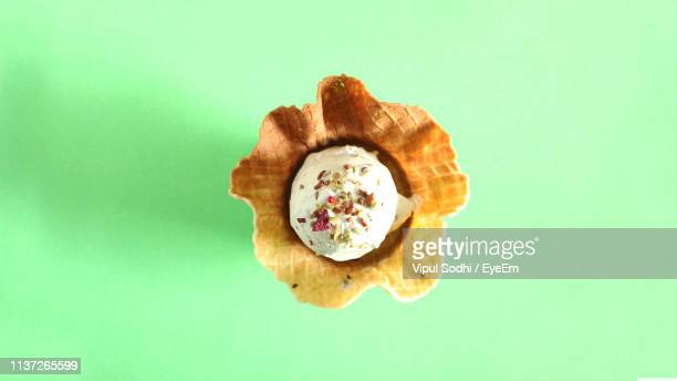 directly above shot of dessert on green background - dessert topping stock pictures, royalty-free photos & images