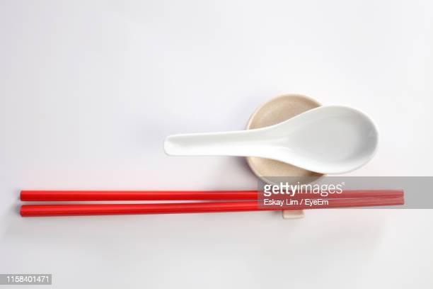 directly above shot of eating utensils over white background - chopsticks stock pictures, royalty-free photos & images