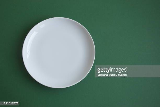 directly above shot of empty plate on table - teller stock-fotos und bilder