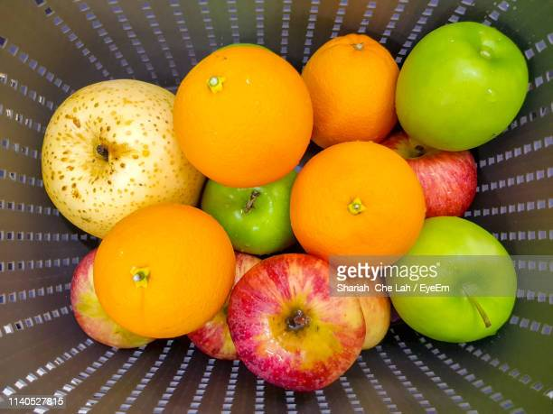 directly above shot of fruits in container - frische stockfoto's en -beelden