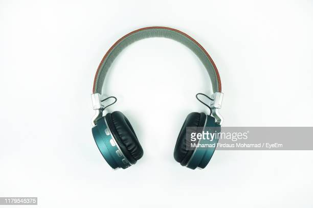 directly above shot of headphones on white background - headphones stock pictures, royalty-free photos & images