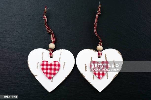 directly above shot of heart shape decoration on table - angela rohde stock-fotos und bilder