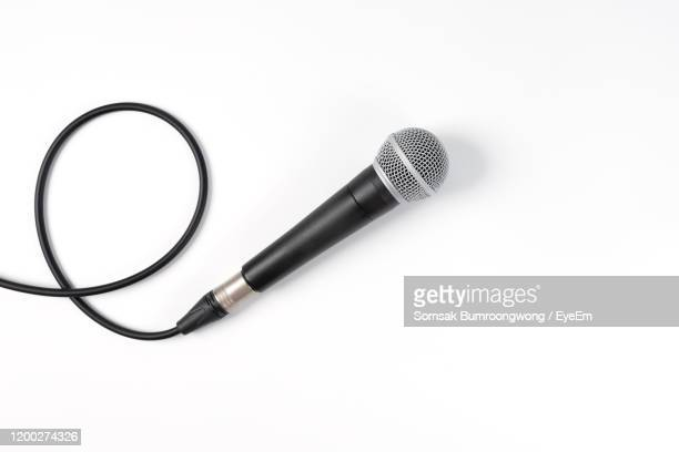 directly above shot of microphone over white background - micro photos et images de collection