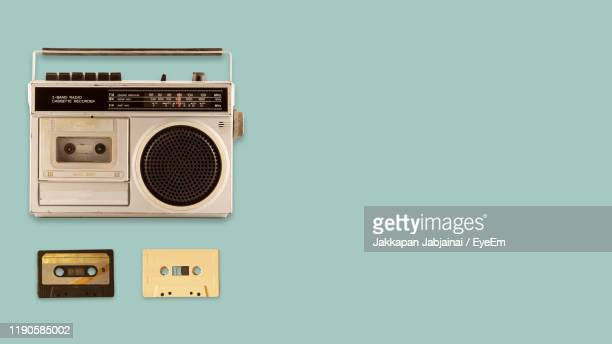 directly above shot of radio with cassettes on blue background - radio hardware audio fotografías e imágenes de stock