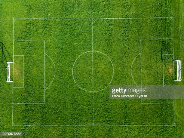 directly above shot of soccer field - voetbalveld stockfoto's en -beelden
