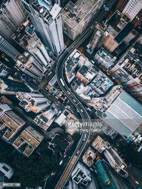 directly above shot of street and buildings in city - aerial view stock-fotos und bilder