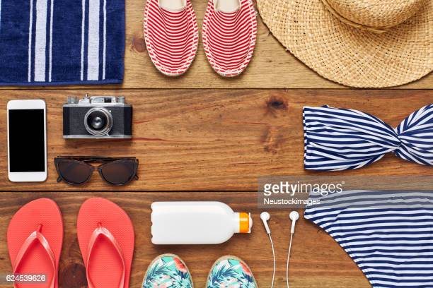 directly above shot of travel and beach accessories flat lay - knolling concept stock pictures, royalty-free photos & images