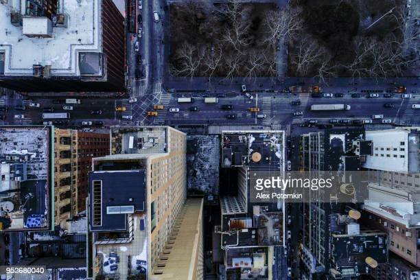 directly above top aerial view of the traffic on the streets in manhattan downtown, nearby north broadway - alex potemkin or krakozawr stock pictures, royalty-free photos & images