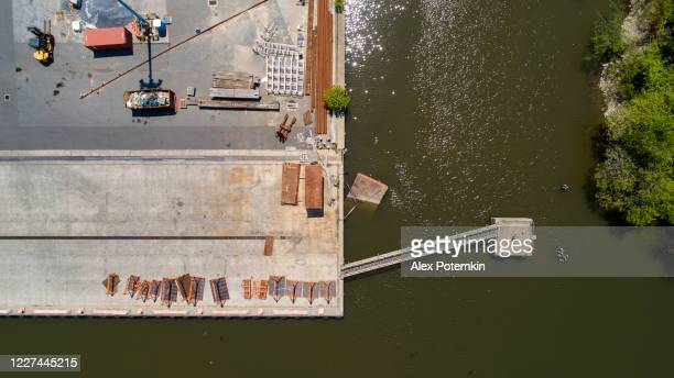 directly above top view of an empty industrial pier. - wilmington delaware stock pictures, royalty-free photos & images