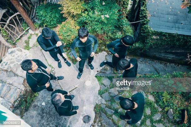 Direct boven de weergave van een groep mannen dragen van NAT pakken voordat een rivier rafting tour