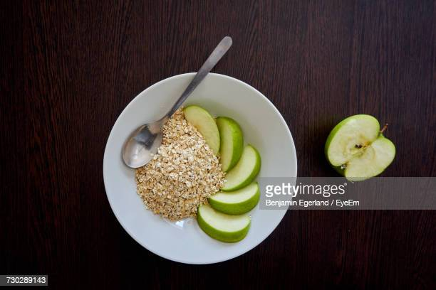 Directly Above View Of Fresh Granny Smith Apple Slices And Oats In Bowl On Table