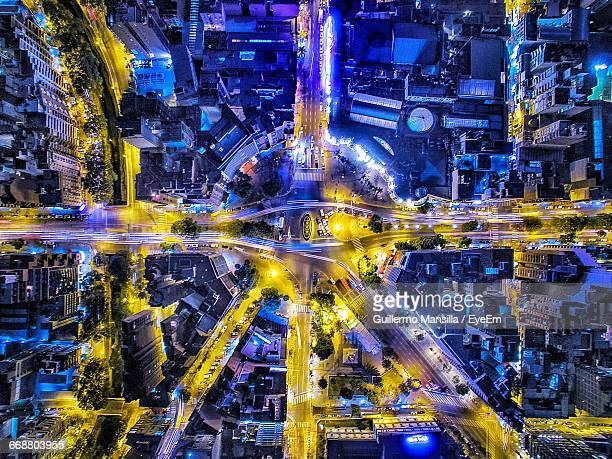 directly above view of illuminated road intersection in city at night - cordoba argentina fotografías e imágenes de stock