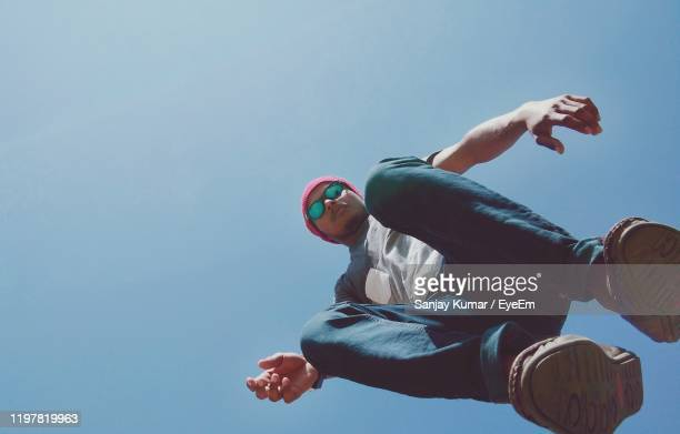 directly below portrait of man against clear sky - 真下からの眺め ストックフォトと画像