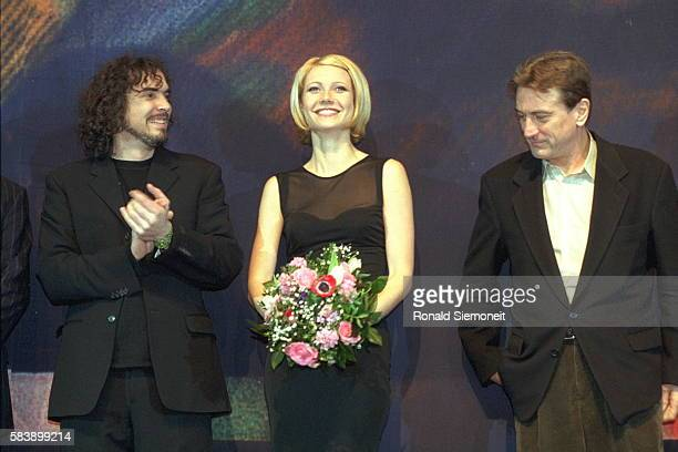 Director Alfonso Cuaron Gwyneth Paltrow and Robert de Niro for the film 'Great Expectations'